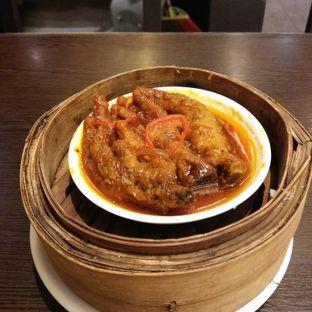 Foto 2 - Makanan(Tim kaki ayam saus lada hitam) di The Duck King oleh Mishella