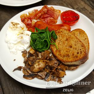 Foto 4 - Makanan(Big Brekky) di Two Hands Full oleh @teddyzelig