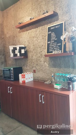 Foto 3 - Interior di Roast Coffee oleh Audry Arifin @makanbarengodri