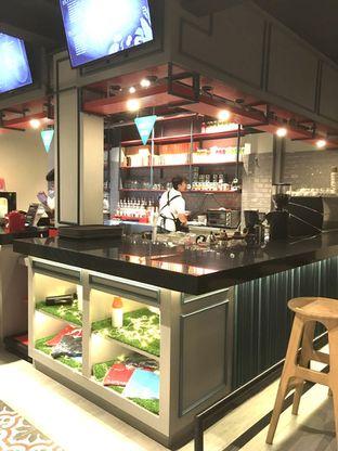 Foto 4 - Interior di Dopamine Coffee & Tea oleh Prido ZH