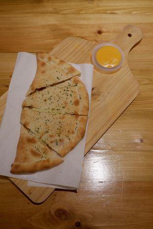 Foto 22 - Makanan di Monster Cheese Pizza oleh yudistira ishak abrar