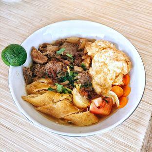 Foto 4 - Makanan di Soto Mie Sawah Lio oleh Astrid Huang | @biteandbrew