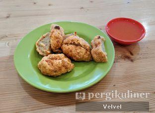 Foto 2 - Makanan(Bakso Goreng) di Bakmi Pangsit Palu oleh Velvel