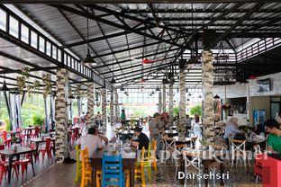 Foto 7 - Interior di The Grill House oleh Darsehsri Handayani
