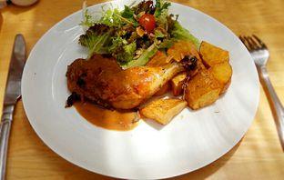 Foto 1 - Makanan(fried chicken breast ) di Hummingbird Eatery oleh chubby Bandung