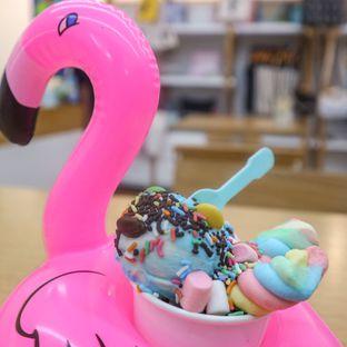 Foto 3 - Makanan(Flamingo Gelato (Bubblegum Flavor)) di Alphabeth oleh thefoodsthetic