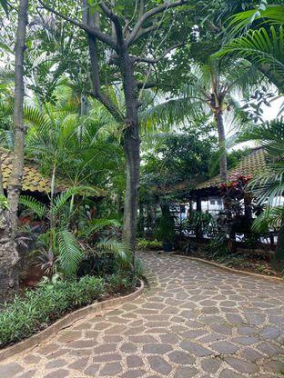 Foto 13 - Interior di Taman Santap Rumah Kayu oleh Jeljel
