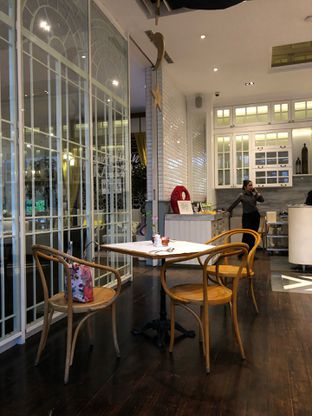 Foto 3 - Interior di Wyl's Kitchen - Veranda Hotel Pakubuwono oleh FebTasty  (Feb & Mora)