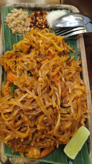 Foto 2 - Makanan(Pad Thai) di Larb Thai Cuisine oleh Vita Amelia