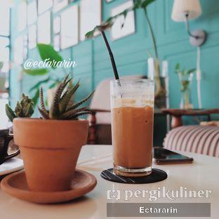 Foto 2 - Makanan(Es Cappuccino Caramel) di Timoer Kopi oleh Ectararin