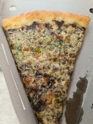 Foto 2 - Makanan di Sliced Pizzeria oleh vio kal