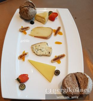 Foto 7 - Makanan(Cheese plater) di Amuz oleh William Wilz