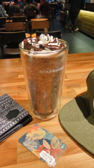 Foto 1 - Makanan(Chocolate Chip Cream Frappucino) di Starbucks Coffee oleh Fadhlur Rohman