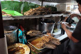 Foto 2 - Interior di Sate Ayam Pasar Lama H. Ishak oleh Marsha Sehan
