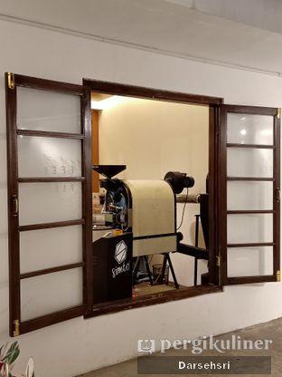 Foto 4 - Interior di Simetri Coffee Roasters oleh Darsehsri Handayani