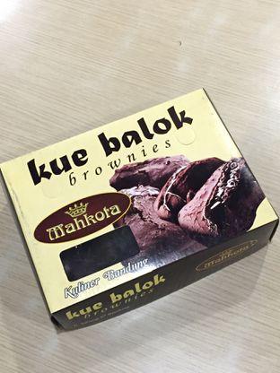 Foto 10 - Makanan di Kue Balok Brownies Mahkota oleh yudistira ishak abrar