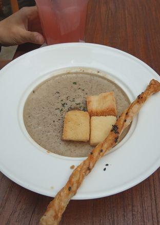 Foto 1 - Makanan(Mushroom Soup (IDR 40k) ) di _Oeang oleh Renodaneswara @caesarinodswr