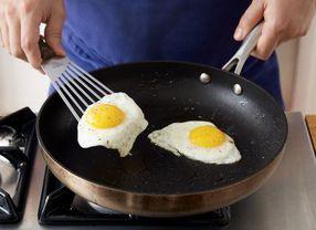 5 Kesalahan Umum yang Banyak Dilakukan Saat Menggoreng Telur