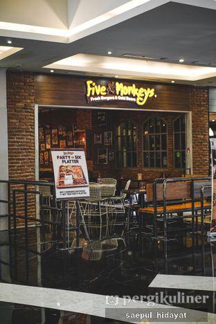 Foto 4 - Interior di Five Monkeys oleh Saepul Hidayat