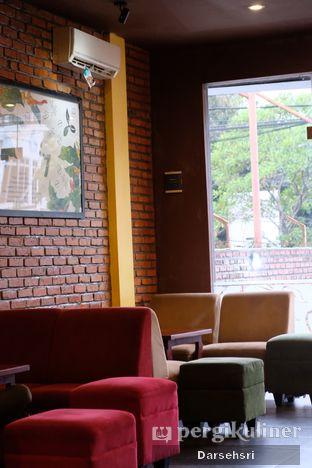 Foto 10 - Interior di Coffee Toffee oleh Darsehsri Handayani