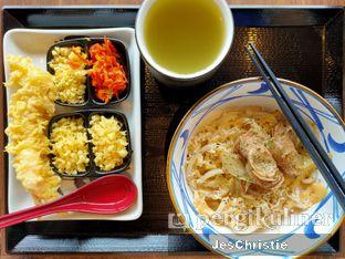 Foto 3 - Makanan(Beef Carbonara Udon + Ebi Tempura) di Marugame Udon oleh JC Wen