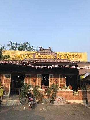 Foto 2 - Eksterior di Ayam Kremes Kraton oleh Makan2 TV Food & Travel