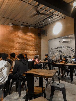 Foto 4 - Interior di Papercup Coffee oleh menumenusby