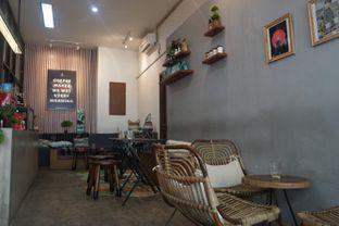 Foto 10 - Interior di Makmur Jaya Coffee Roaster oleh Fadhlur Rohman