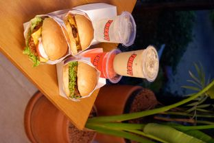 Foto review Thirsty & Hungry oleh yudistira ishak abrar 21