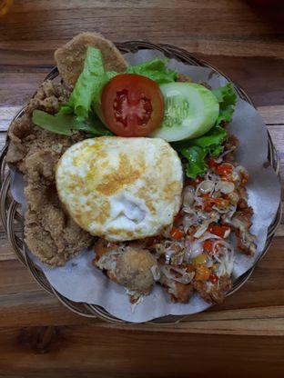 Foto 1 - Makanan di Bakso & Ayam Geprek Sewot oleh Velia