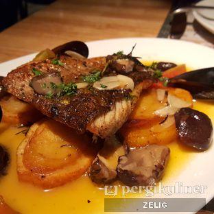 Foto 2 - Makanan(Barramundi Roasted Oven) di Social House oleh @teddyzelig