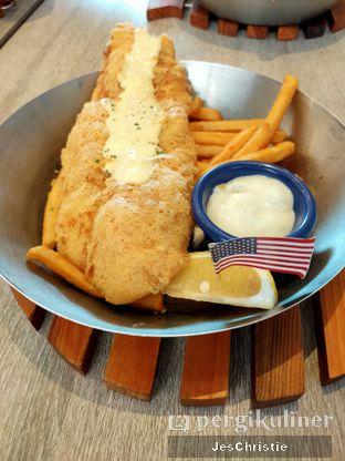 Foto 1 - Makanan(New York Fish & Chips) di Fish & Co. oleh JC Wen