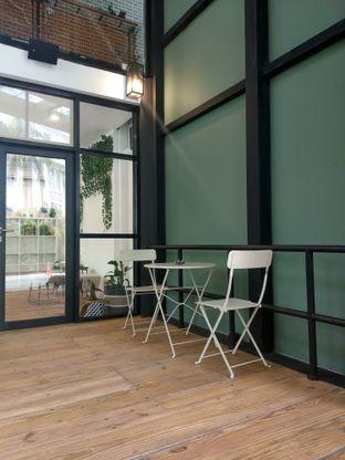 Foto 9 - Interior di Emji Coffee Bar & Space oleh Ika Nurhayati