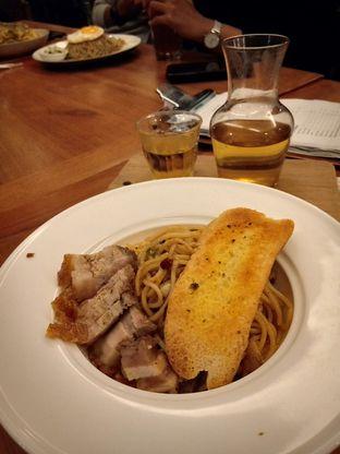 Foto 2 - Makanan(Spaghetti Aglio Olio with Pork Belly) di Monopole Coffee Lab oleh Florentine Lin