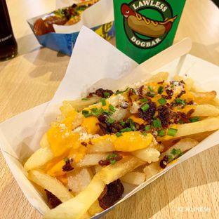 Foto 1 - Makanan(Cheese Fries) di Lawless Dogbar oleh @Kewlinesh