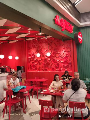 Foto 7 - Interior di The Real Holysteak oleh Nana (IG: @foodlover_gallery)