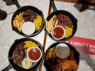 Foto review Steak Hotel by Holycow! oleh D L 4