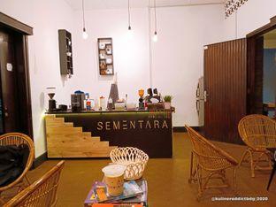 Foto 2 - Interior di Sementara Coffee oleh Kuliner Addict Bandung