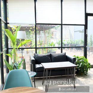 Foto 11 - Interior di Semusim Coffee Garden oleh Darsehsri Handayani