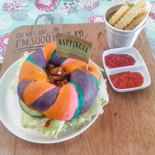 Foto 1 - Makanan(Rainbow Bagel) di Happiness Kitchen & Coffee oleh thefoodsthetic