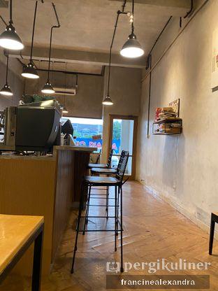 Foto 2 - Interior di Emmetropia Coffee oleh Francine Alexandra