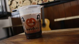 Foto 1 - Makanan di Dreezel Coffee oleh Tristo
