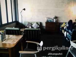Foto review Two Stories oleh Jihan Rahayu Putri 1