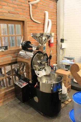 Foto 14 - Interior di Ragil Coffee & Roastery oleh Prido ZH