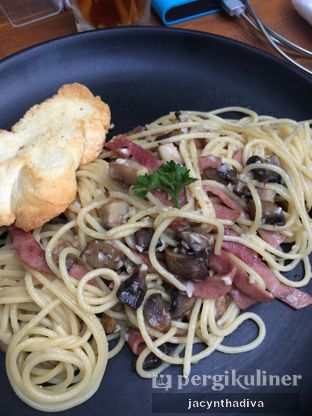 Foto 2 - Makanan(Pasta Aglio Olio) di Petrichor Cafe & Bistro oleh Jacyntha Diva