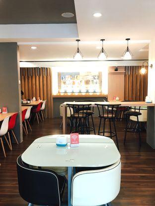 Foto 3 - Interior di Kojima Burger & Coffee oleh Jeljel