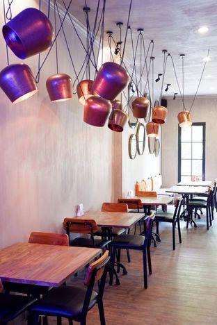 Foto 17 - Interior di Burns Cafe oleh yudistira ishak abrar