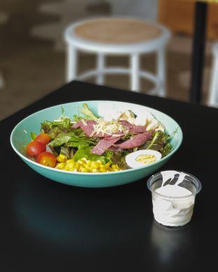 Foto - Makanan(Caesar Salad) di Oranje Juicery oleh Elaine Josephine @elainejosephine