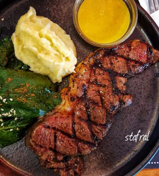 Foto 2 - Makanan(Sirloin Steak) di Tokyo Skipjack oleh Stanzazone
