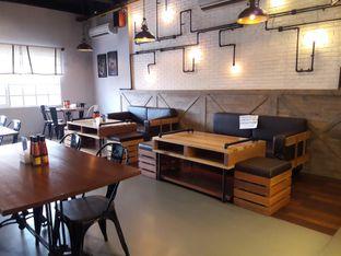 Foto 4 - Interior di Bernardi The Factory Shop & Resto oleh Nisanis